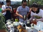 03_現地ボランティアによるコーヒーサービス