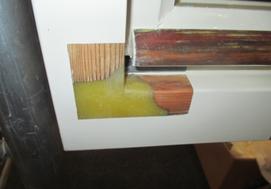 エポキシ樹脂による木材の補修