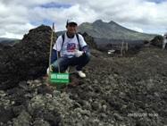 溶岩で荒れた土壌への植林